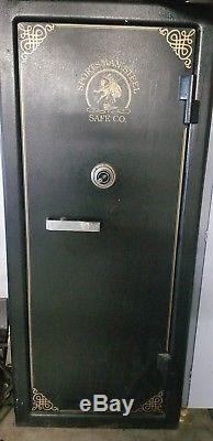 Pentagon Sportsman Steel Door Gun Safe in amazing condition
